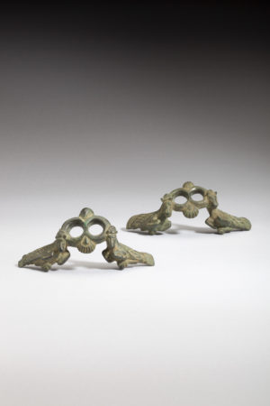 PAIR OF BRONZE HANDLE-APPLIQUES